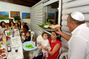 유대인의 유월절 지키는 가정